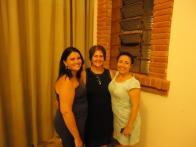Elisangela e Rosangela com uma colega