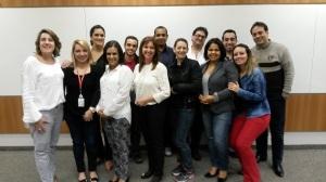 Rosangela Cremaschi em Treinamento com colaboradores da empresa Mapfre