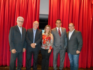 A diretoria do AGRUPARH com Adriano Carvalho