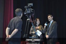 Tom Coelho dá entrevista a Hanna Gouveia