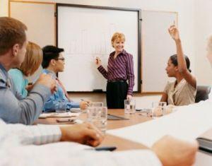 empresas preocupadas em oferecer condições para aprendizagem e crescimento profissional – também em termos acadêmicos – se tornam muito mais atrativas